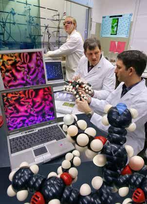 Forschung im Kleinen: Wissenschaftler arbeiten mit Flüssigkristallmolekülen für eine schnellere Bilddarstellung bei LCD-Displays
