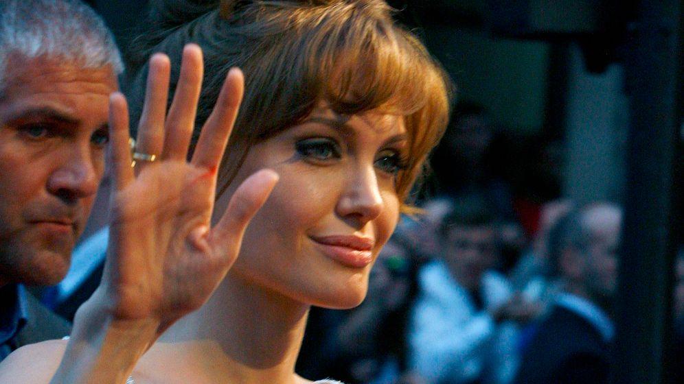 Filmstars: Jolie posiert, Brook polarisiert