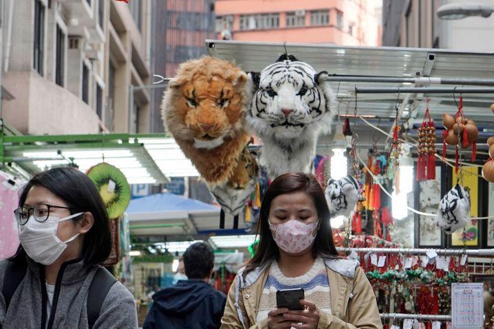 In Hongkong versuchen sich die Menschen wie überall in China mit Atemmasken zu schützen