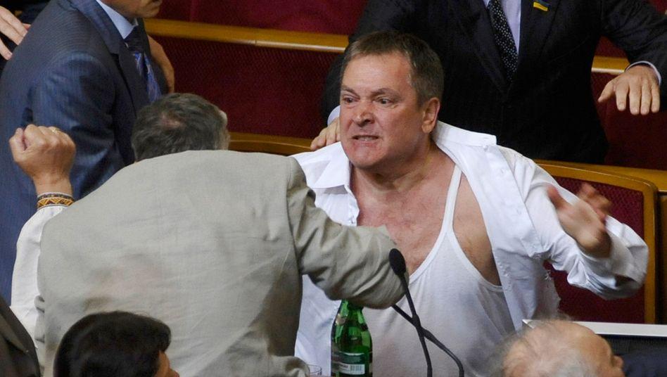Ukrainische Parlamentarier lassen erneut lieber die Fäuste statt der Zungen sprechen