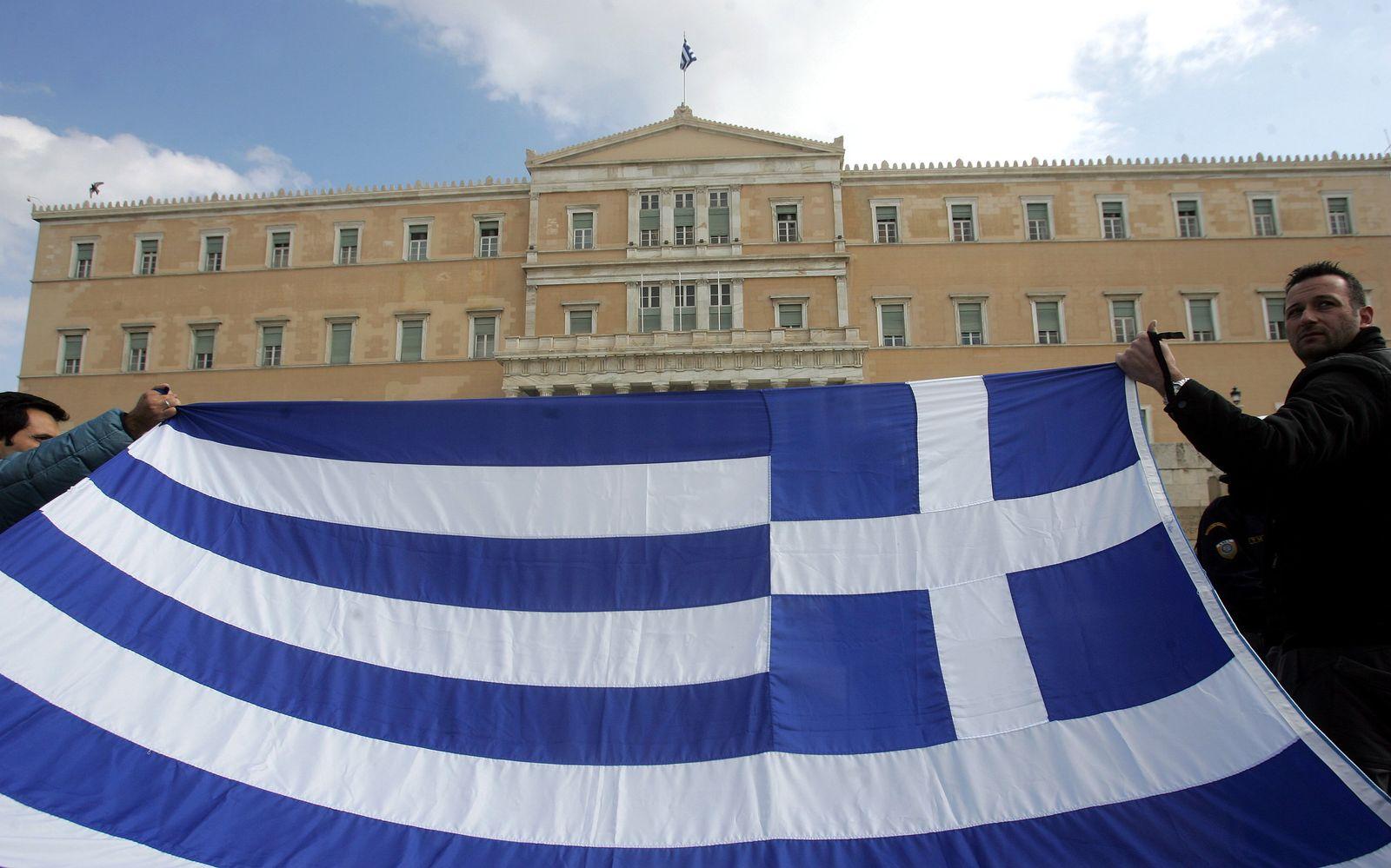 Griechenland/ Proteste/ Parlament/ Flagge