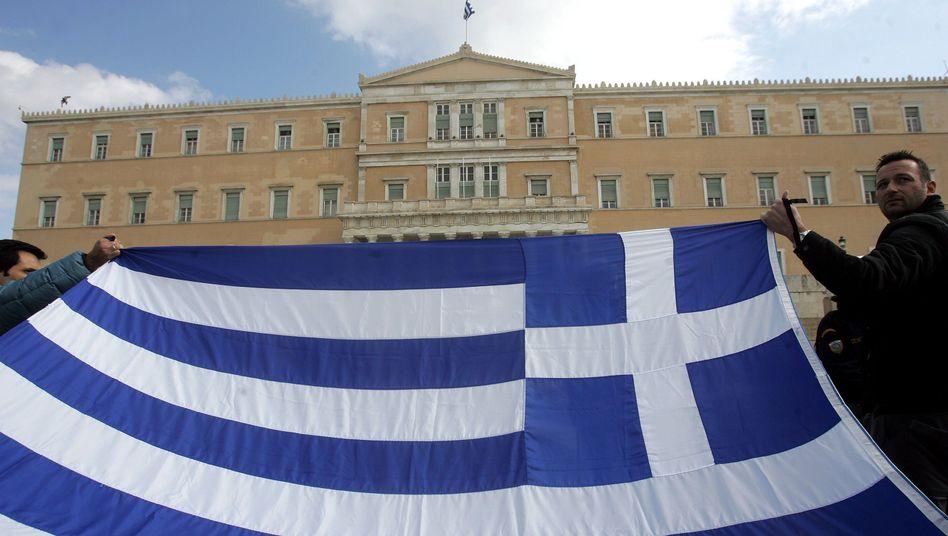 Streiklustig: Gewerkschaften und Opposition blockieren die Sparvorhaben. Derweil verlassen immer mehr junge Griechen das Land