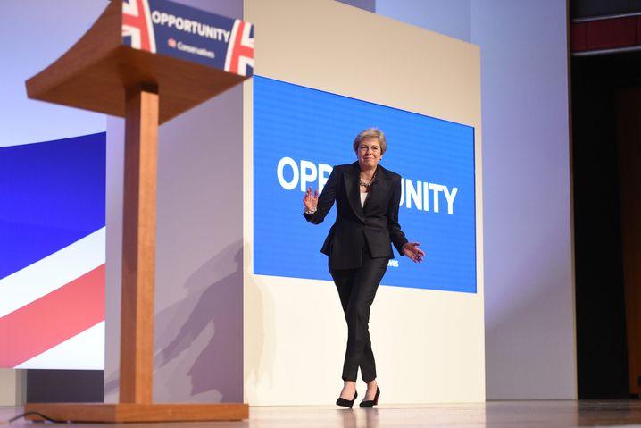 Dancing Queen 2018: Theresa May tanzt auf die Parteitagsbühne in Birmingham. Einer der bleibenden Momente.