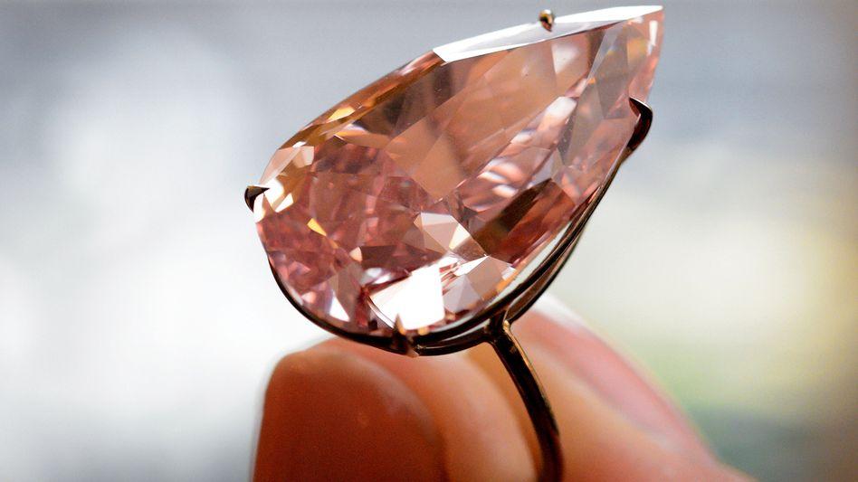 """Seine außerordentliche Klarheit und reine Struktur macht den Diamanten """"Unique Pink"""" so wertvoll. Rund 28 Millionen Euro ist er seinem neuen Besitzer wert"""