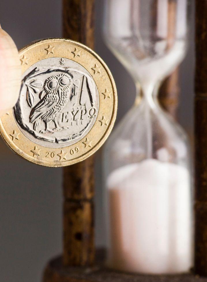 Zeit läuft: Nach gegenwärtigem Verhandlungsstand hat Griechenland nur noch wenige Tage Zeit, um eine Pleite und ein dann sehr wahrscheinliches Ausscheiden aus der Euro-Zone abzuwenden. Kommt es dazu, dürfte die Gemeinschaftswährung zunächst einmal unter die Räder kommen