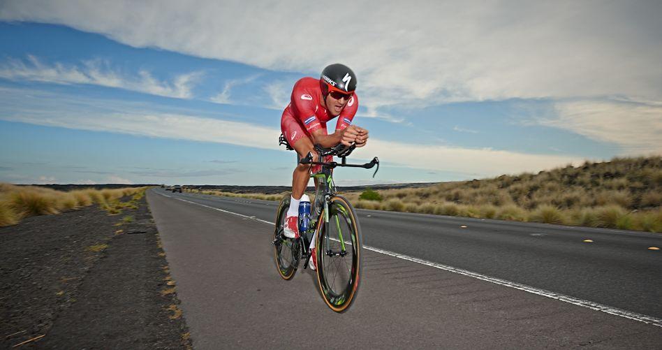 Jan Frodeno auf dem Rad: Auf Hawaii muss er am Samstag 180 Kilometer fahren - und danach noch einen Marathon laufen