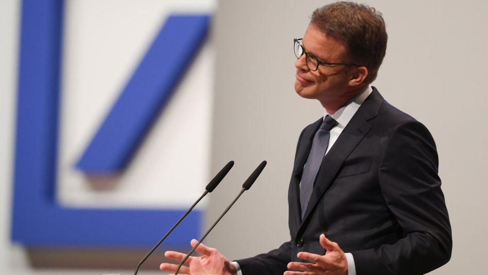 Christian Sewing: Der Chef der Deutschen Bank spricht von einem soliden Fundament. Aktionäre sehen das anders, die Aktie stürzt auf ein Rekordtief