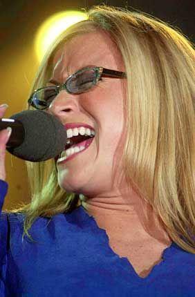 Die Sängerin Anastacia in Köln auf der Popkomm 2000: In diesem Jahr unter anderem von Skoda und der Deutschen Bahn gesponsert