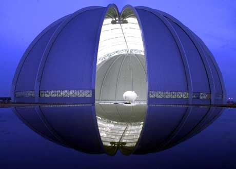 In der Cargolifter-Werfthalle sollen einmal die Nachfahren der Zeppeline gefertigt werden.