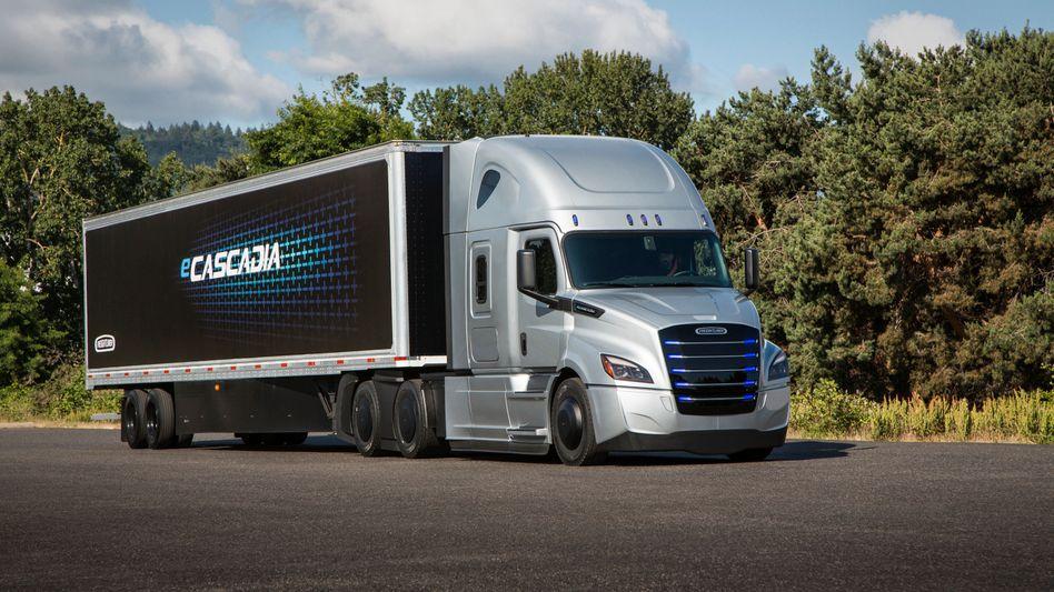 Ungetüm: Elektro-Lkw Freightliner Cascadia von Daimler Trucks