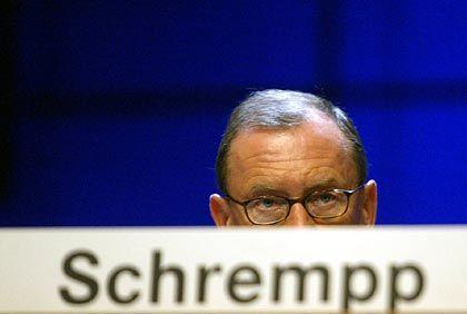 Der Vorstandschef schließt die Reihen um sich. Die Berufung von Eckhard Cordes zum Mercedes-Chef dürfte Schrempps Position stärken, heißt es