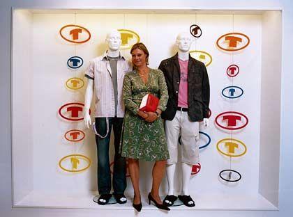 Recht und Kleidung: Kirsten Brakhahn (38) hat die Rechtsabteilung von Tom Tailor aufgebaut. Die Justiziarin ist eng ins operative Geschäft der Modefirma eingebunden: Markenrecht, Plagiatschutz, Beratung der Designer - alles landet bei ihr.