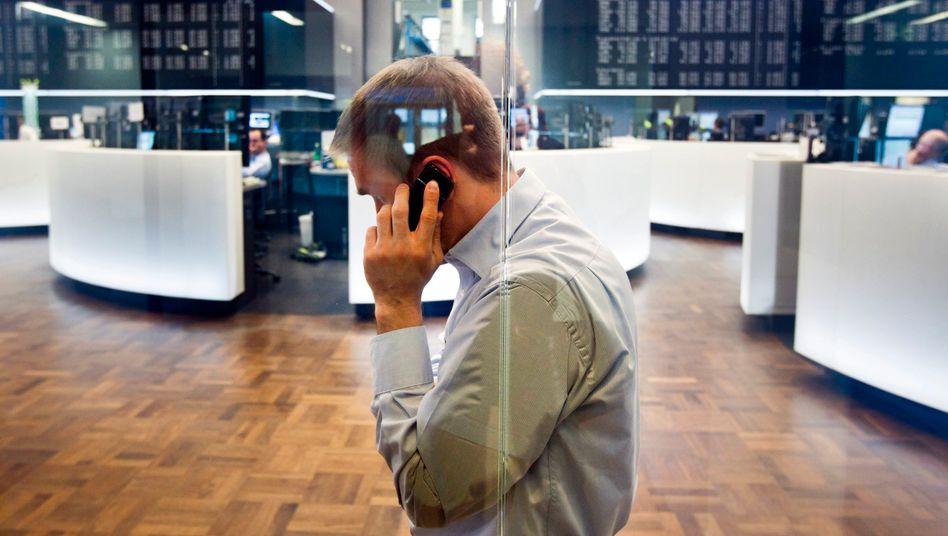 Händler in Frankfurt: Die Unsicherheit bleibt - trotzt der Geldschwemme der EZB