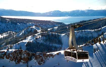 Hoch über Squaw Valley: Innerhalb der markierten Grenzen des Skigebiets kann jeder fahren, wie er will, auch abseits der markierten und präparierten Pisten