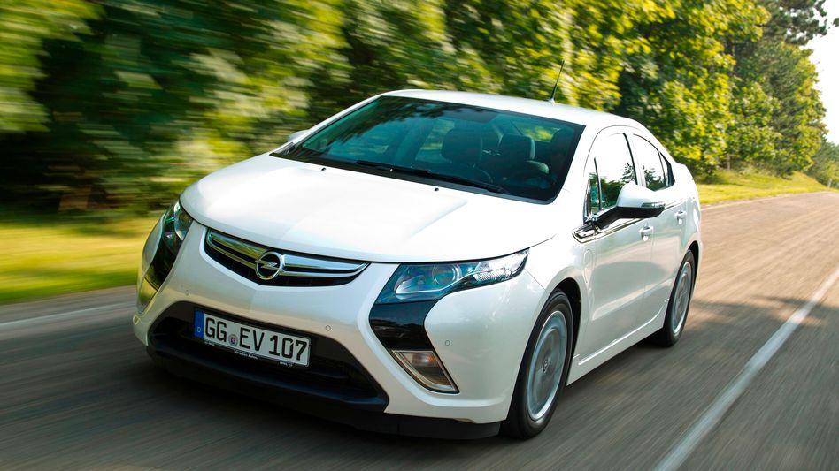 Die Auslieferung des Elektroautos Ampera hat Opel wegen möglicher Brandgefahr des Akkus gestoppt