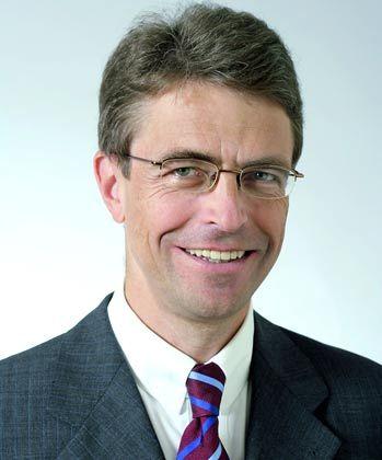 Hans Jürgen Meyer-Lindemann ist Partner im Düsseldorfer Büro von Shearman & Sterling und hat sich auf die Bereiche deutsches und europäisches Kartellrecht, Medien- und Telekommunikationsrecht spezialisiert
