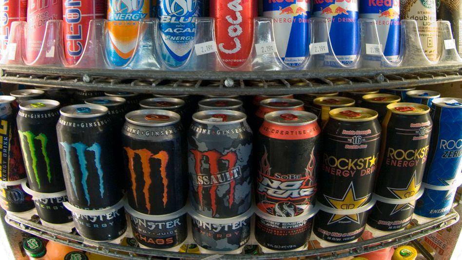 Energy Drinks im Regal: Die Branchenriesen gelten unter den Konsumenten als nicht cool genug