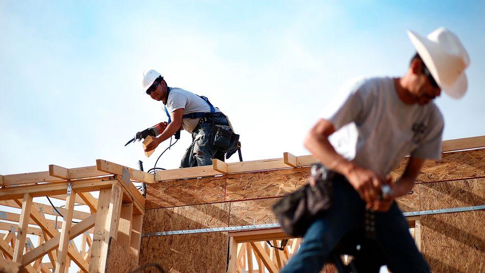 Arbeiter in Pheonix: Investitionen in den US-Wohnungsbau gestiegen