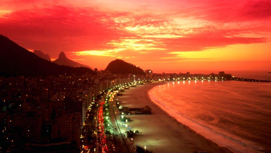 """Besuch in der Bar """"Barbarella"""": Während der Rio-Reise ließen es zahlreiche Wüstenrot-Handelsvertreter offenbar richtig krachen"""