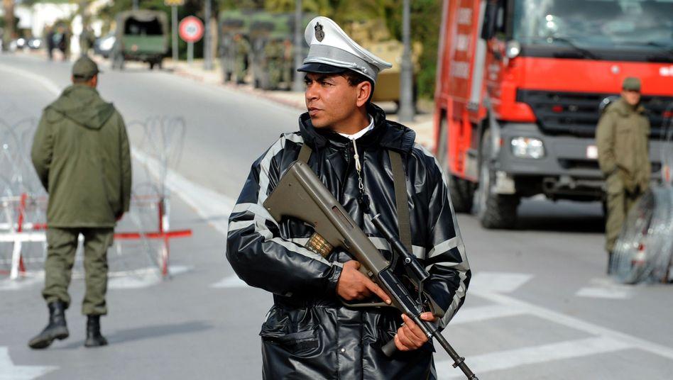 Soldaten in Tunis: Bei Straßenkämpfen starben am Wochenende fünf Menschen