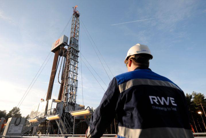 Alles muss raus: RWE und Eon wollen sich von zahlreichen Beteiligungen trennen. So stößt RWE die Öl- und Gasfördertochter RWE Dea ab