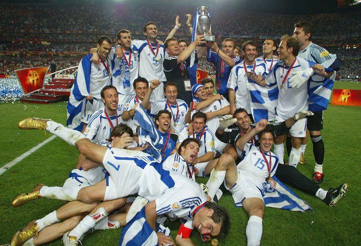 Nach dem EM-Finale 2004: Der konventionelle Sieger-Tipp hätte wohl eher Portugal gelautet und nicht Griechenland