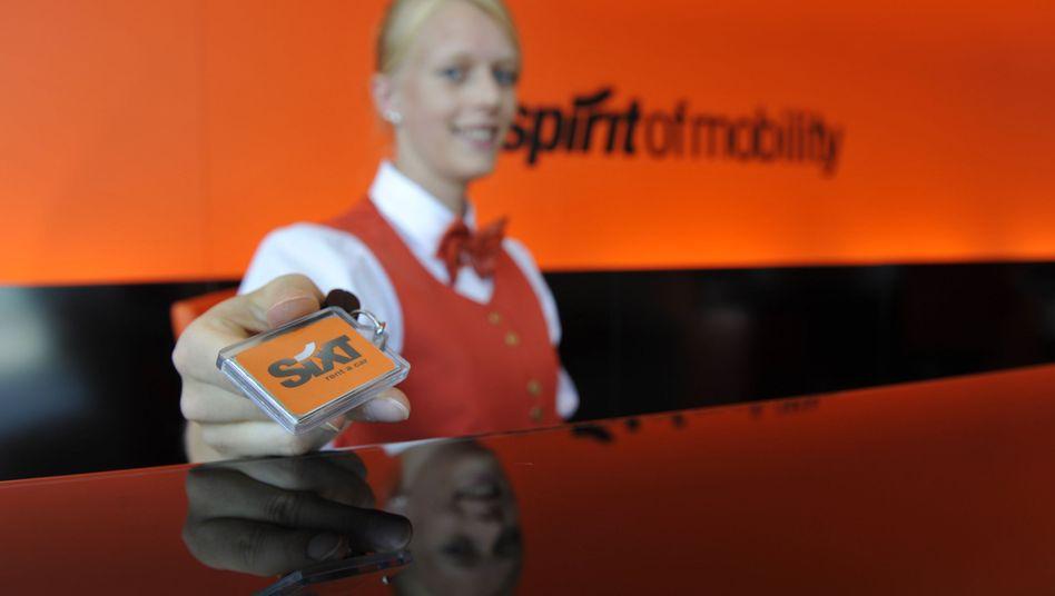 Autoschlüssel mit Plakette von Sixt: Deutschlands größter Autovermieter verkauft seine Leasing-Sparte