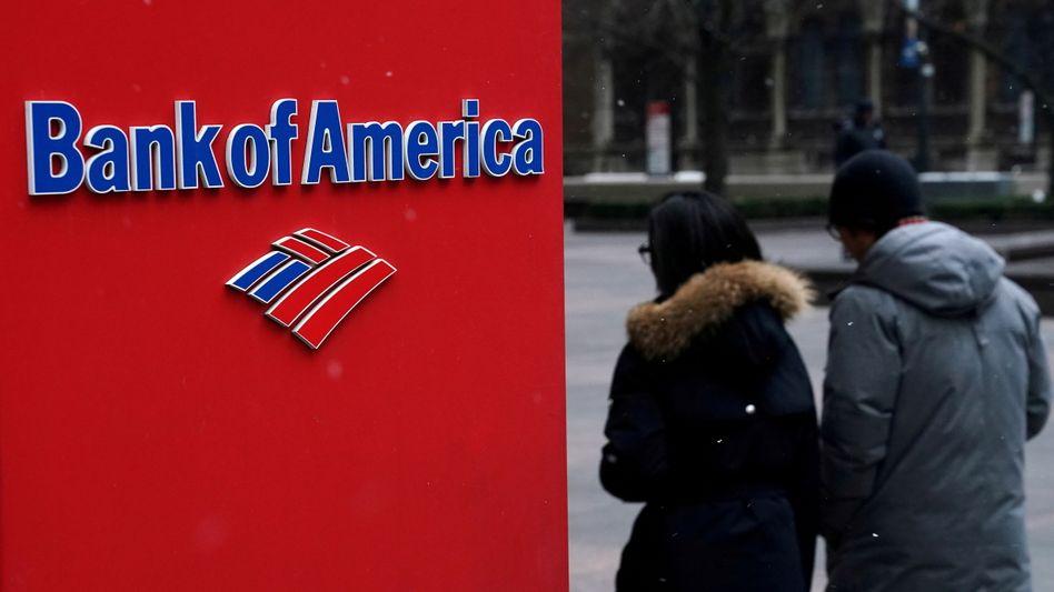 Passanten an einer Filiale der Bank of America: Die US-Institute machen wieder gute Geschäfte