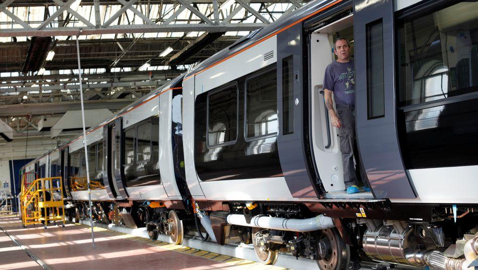 Freie Fahrt: Bombardier-Arbeiter in einer Fabrik in England.