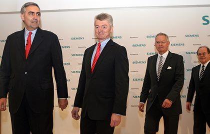 Neue Spartenchefs: Siemens-Vormann Löscher (l.) präsentiert die Vorstände Heinrich Hiesinger (Industrie), Wolfgang Dehen (Energie) und Erich Reinhardt (Medizintechnik)