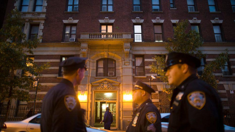 New York: Polizisten vor dem Haus, in dem der mit Ebola infizierte Arzt wohnt