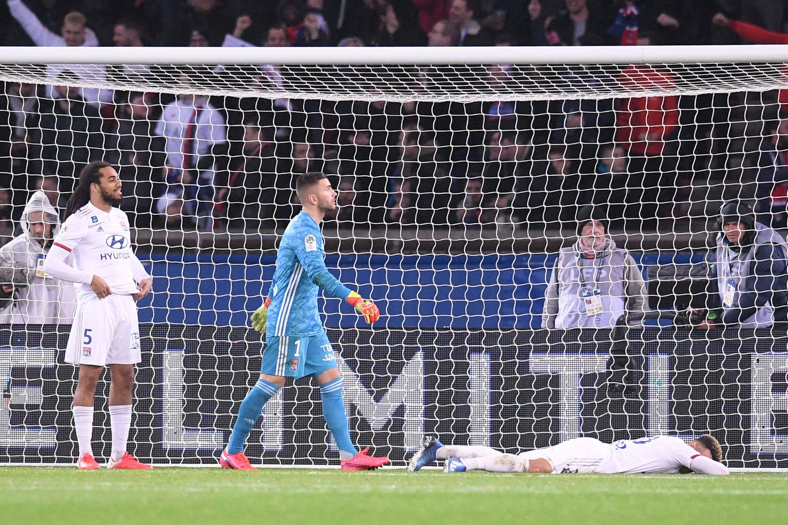 DECEPTION - 01 ANTHONY LOPES (OL) - 05 JASON DENAYER (OL) FOOTBALL : Paris SG vs Lyon - Ligue 1 Conforama - 09/02/2020 F