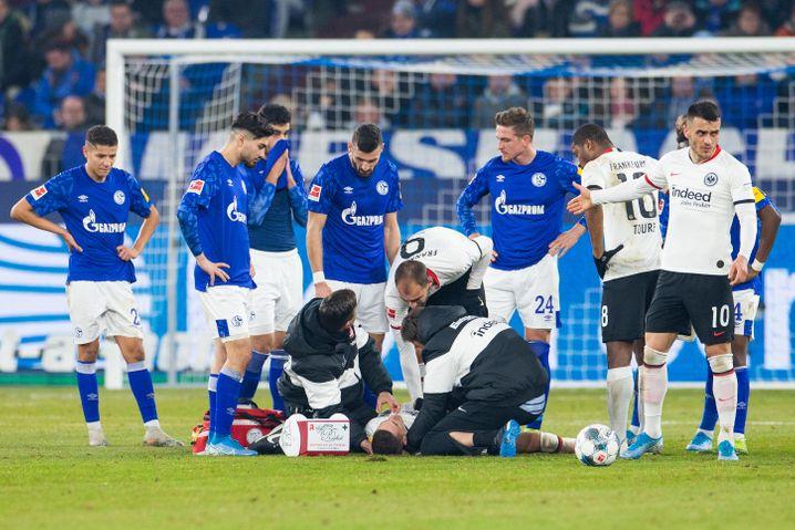 Bild aus besseren Zeiten: Bundesligapartie Schalke gegen Frankfurt am 15. Dezember vergangenen Jahres. Inzwischen ruht der Spielbetrieb wegen der Corona-Krise.