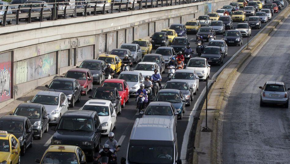 Stau in Athen: Das Verkehrsproblem könnte sich lösen, viele Griechen melden ihre Autos ab