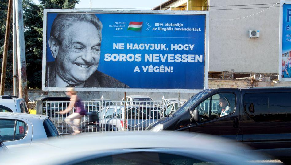 Mit Anti-Soros-Postern wetterte die Regierungspartei gegen George Soros