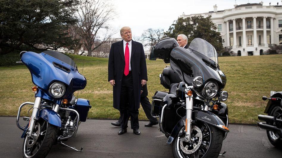 Alter weißer Mann mit Motorrad: Bei Harley-Davidson sterben die Stammkunden aus - doch Donald Trump hat mit der EU den wahren Schuldigen gefunden