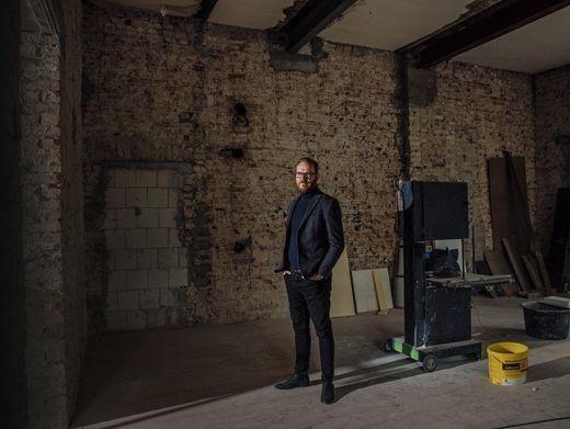 Heimat: Investor Thilo Hardt will aus einer Fastruine ein Zuhause für seine Familie schaffen. Er selbst musste sich früh von seinem Elternhaus trennen. Wohnfläche: 800 m², Projektdauer: 3 Jahre – Minimum