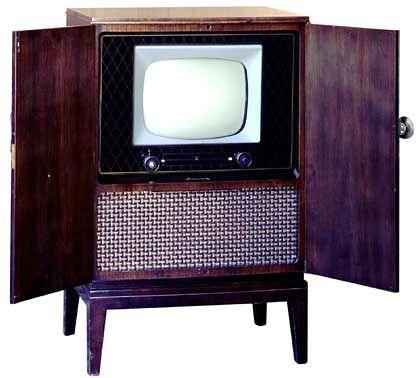 1953 kommt mit dem 998 Mark teuren Fernsehempfänger 610 erstmals ein erschwingliches Gerät auf den Markt.