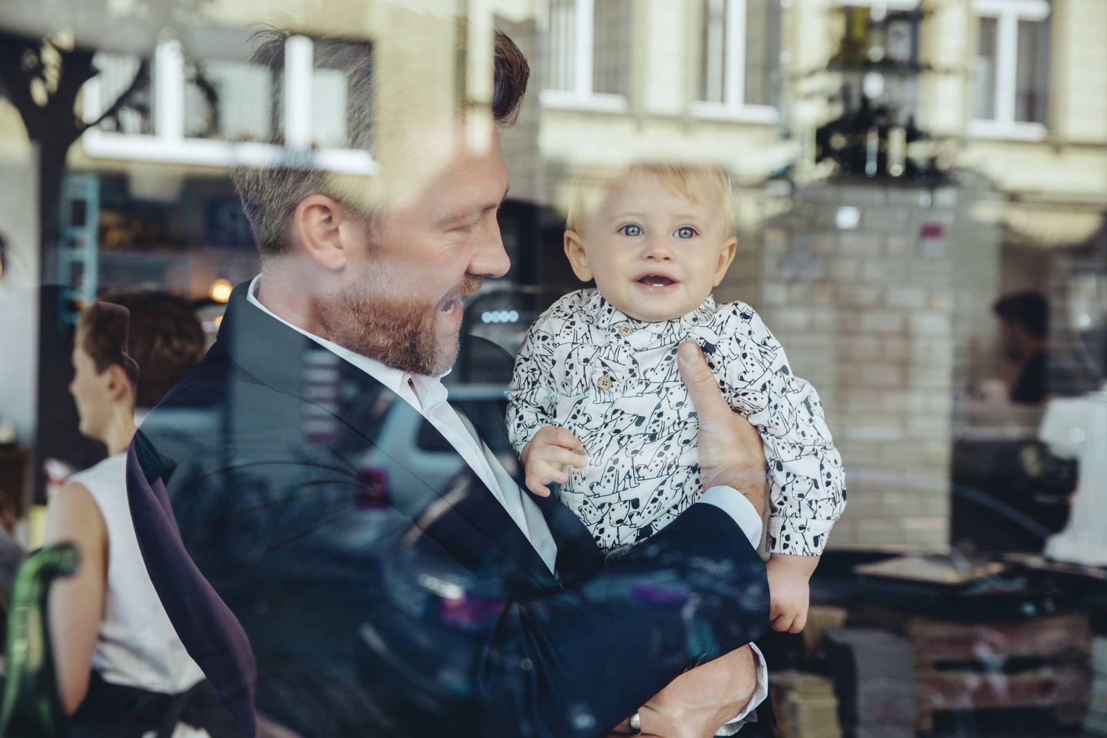 Manager / Geschäftsmann / Baby / Kleinkind