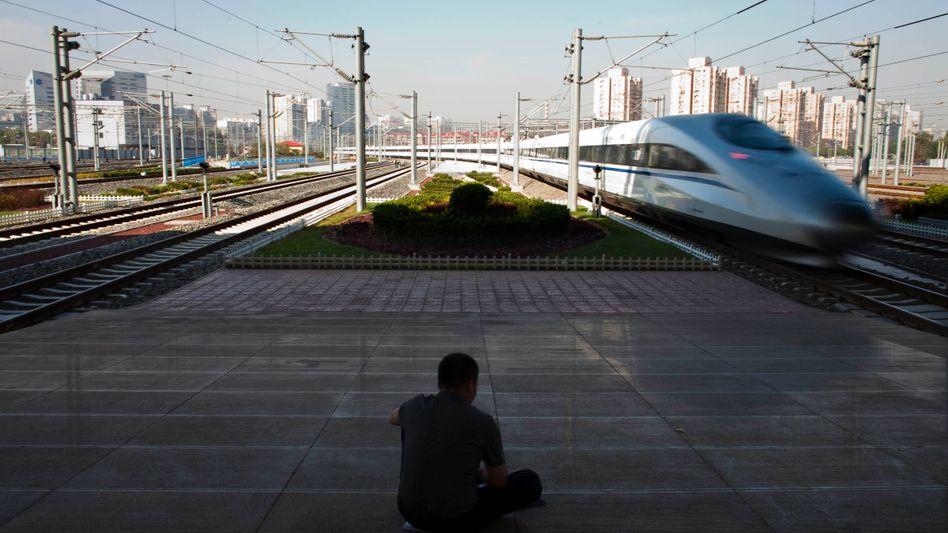 Made in China: Superschnellzug im Südbahnhof von Peking