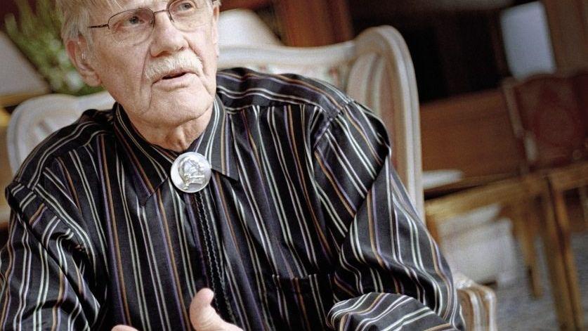Vernon Smith Der 1927 geborene US-Ökonom ist einer der bedeutendsten Vertreter der experimentellen Wirtschaftsforschung. Nach seiner Promotion in Harvard setzte er in den 50er Jahren an der Purdue University in Indiana als einer der ersten Ökonomen Laborexperimente ein - heute ein weitverbreitetes und anerkanntes Vorgehen. Zusammen mit dem Psychologen Daniel Kahneman erhielt Smith 2002 den Nobelpreis für Wirtschaftswissenschaften.