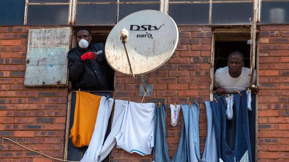Enge und Armut in Johannesburg: Hier hat jedes Virus leichtes Spiel, Südafrika ist das zahlenmäßig auch am schwersten von Corona betroffene Land in Afrika