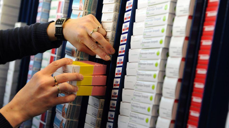 Pharmapackungen in der Celesio-Zentrale in Stuttgart: Das Unternehmen könnte verkauft werden