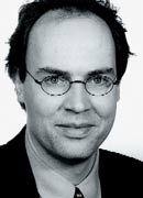 Sebastian Rakob, LL.M. (38) ist seit 1997 Rechtsanwalt und vertritt bei Clifford Chance in- und ausländische Unternehmen in wirtschaftsrechtlichen Zivilprozessen und Schiedsverfahren. Eines seiner Spezialgebiete ist die Vertretung von durch Wirtschaftskriminalität geschädigten Unternehmen bei der Durchsetzung von Schadenersatz.