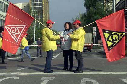 Streichungspläne in Tausender-Schritten: Demonstranten der IG-Metall