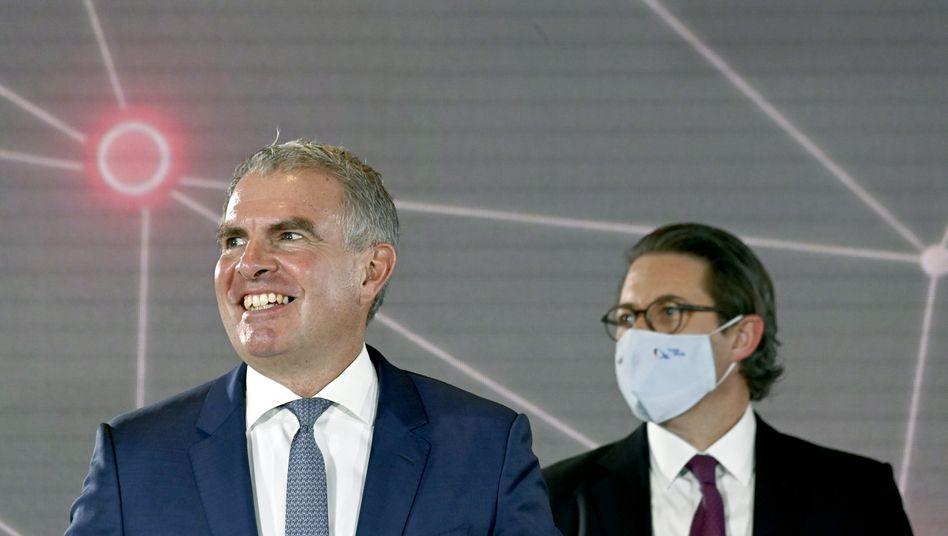 Hoffnungsfroh: Lufthansa-Chef Carsten Spohr (l, mit Bundesverkehrsminister Andreas Scheuer bei der Eröffnung des Berliner Flughafens am 31. Oktober)