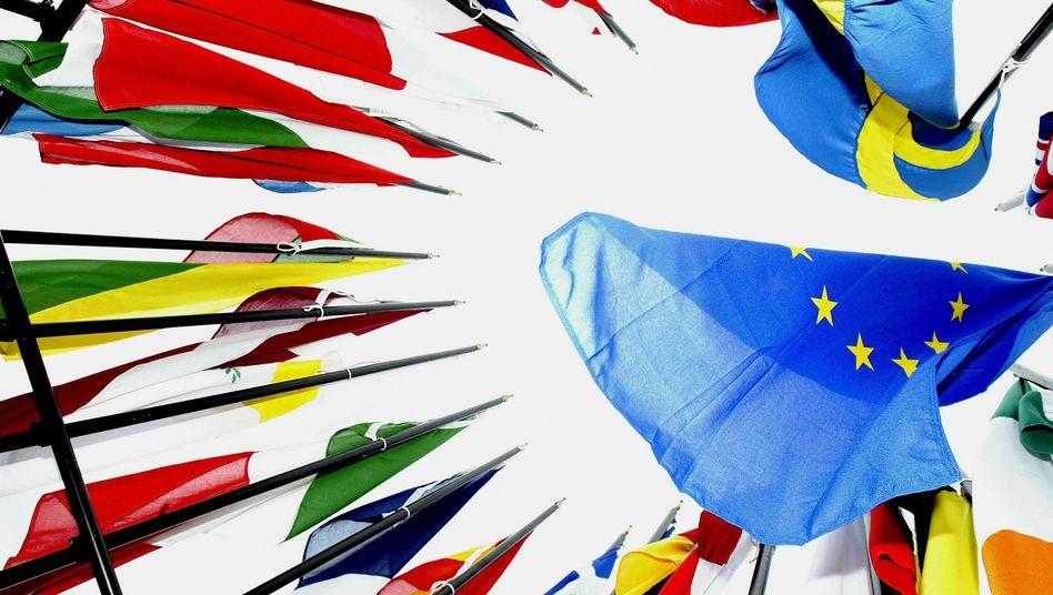 Einer für alle, alle für einen: Die gemeinsame Haftung der Euro-Staaten für ihre Schulden soll die Spekulation gegen einzelne Staaten beenden