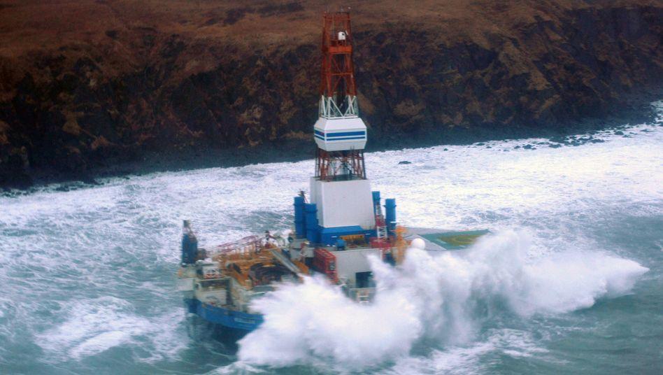 Shell-Bohrinsel vor Alaska: Die Förderkonzerne dringen in immer unwirtliches Gebiet vor - und finden immer weniger Öl