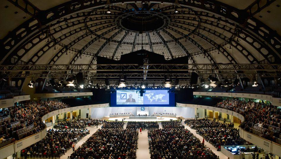 Hauptversammlung der Deutschen Bank: Nach dem Willen Brüssels sollen künftig Aktionäre über Vorstandsvergütungen entscheiden