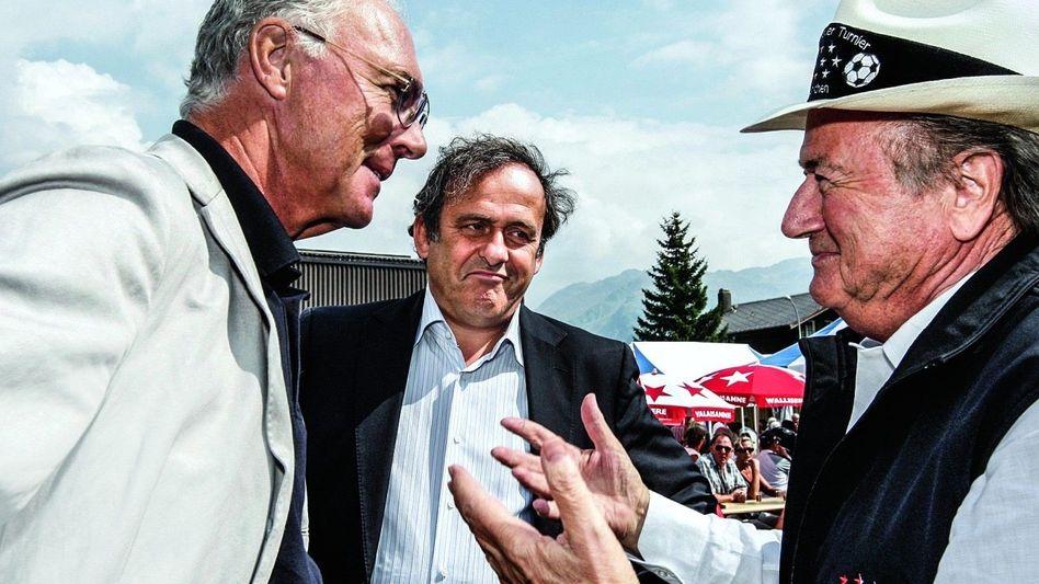 MASTER & SERVANTS Fifa-Funktionäre Beckenbauer, Platini und Blatter (v. l.)